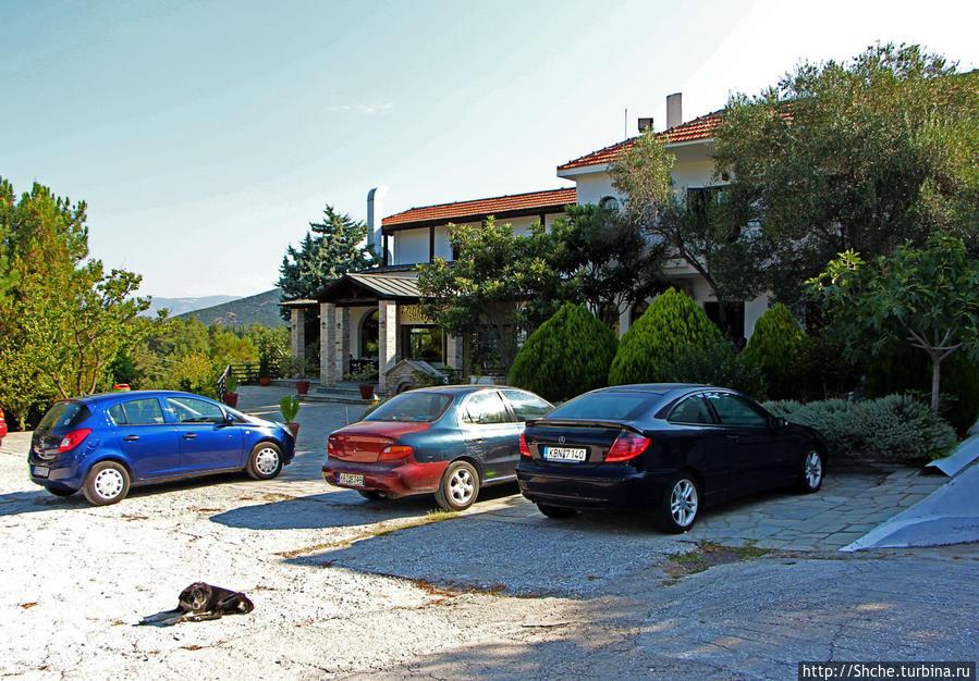 вид с парковки, с трассы выглядит по-эффектнее