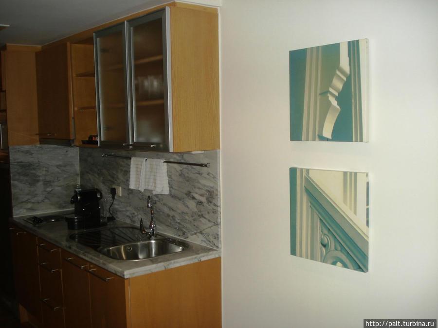 Кухонная зона номера