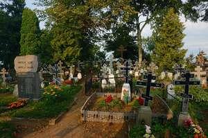 Городское кладбище в Калласте очень нарядно оформлено