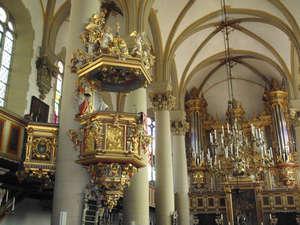 Городская церковь. Кафедра 1614 г. работы Ханса Вольфа — одно из самых интересных произведений искусства в оформлении церкви.