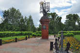 В 2005 году на центральной площади Тотьмы был установлен памятник землепроходцам и мореходам: корабль с парусом в виде панорамы города.