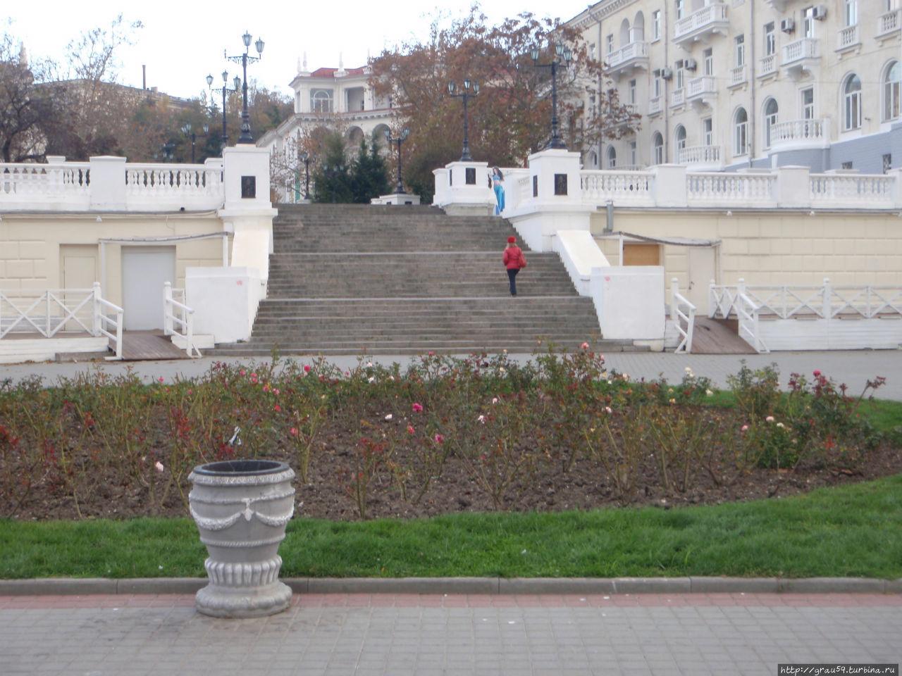 Вдоль по набережной Корнилова Севастополь, Россия