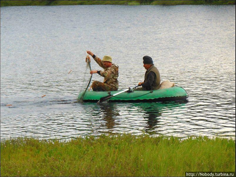 как ставить рыболовную сеть на озере видео
