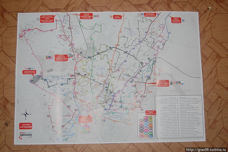 Так выглядит раписание движения автобусов по Никосии в развёрнутом виде (одна сторона)