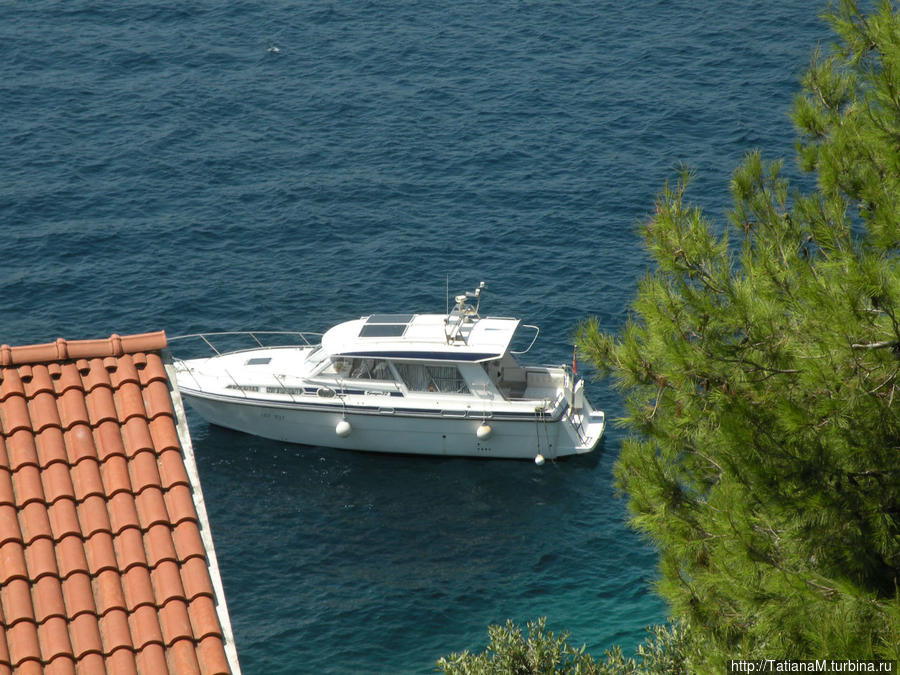Яхта для морских прогулок