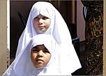 Восточная провинция Шри-Ланки  — это район, где издавна жили мусульмане. Поэтому и встречались здесь они мне чаще, чем в центральных районах страны. У школьниц-мусульманок тоже белые одежды, несколько похожие на монашескую  или  накидку сестер милосердия