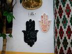 Рука Фатимы — сильный талисман от порчи и сглаза, очень популярный у мусульман. В общем, защищает от невезения.