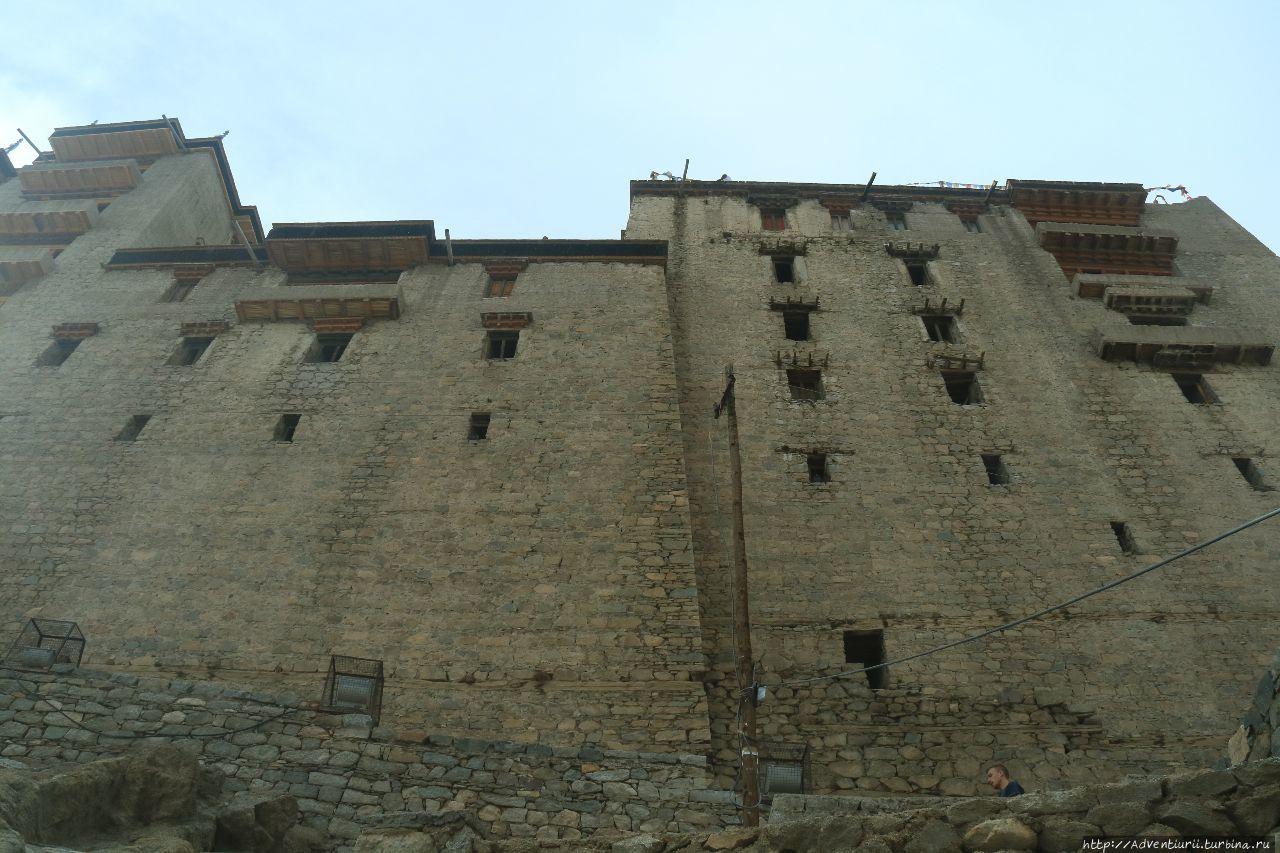 Лехский дворец.