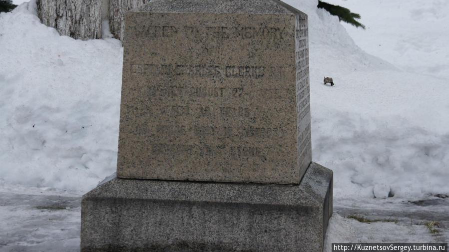 Памятник английскому мореплавателю Чарльзу Кларку