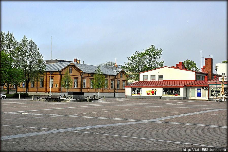Центр  финского города —  рыночная площадь. Уусикаупунки, Финляндия