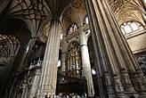 Орган в хорах — работа Педро Эчеварра 1745 г. Считается одним из лучших органов Испании