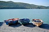 По озеру можно прокатиться на лодке...