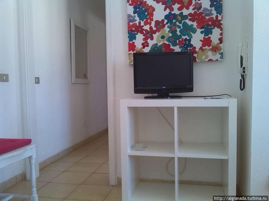 Телевизор и коридор