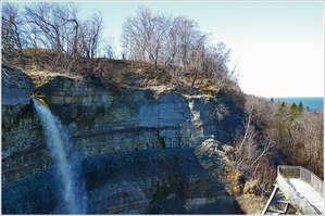 Фото водопада из интернета (видимо, весна)