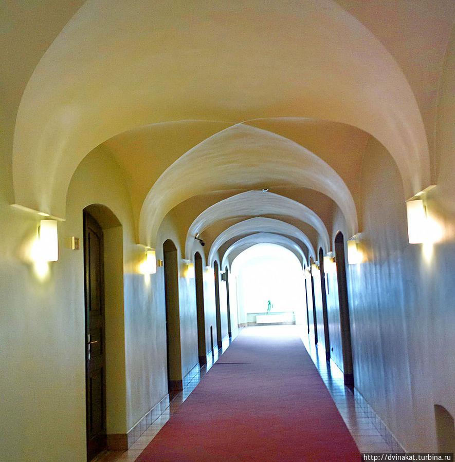 коридоры по которым 500 лет назад бродили монахи...
