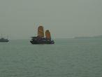 Бухта Халонг.  Алые паруса