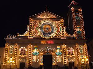 Главная церковь Чанчаны в праздничной иллюминации