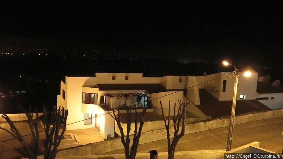 отель в ночи