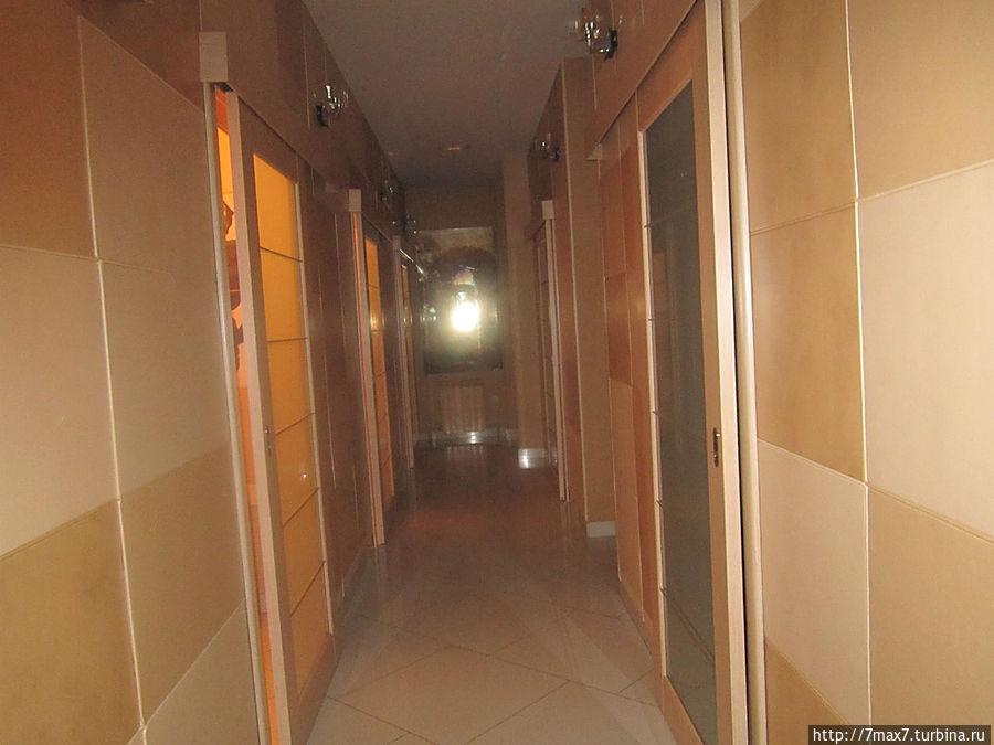 2 этаж. Здесь находятся кабинки.
