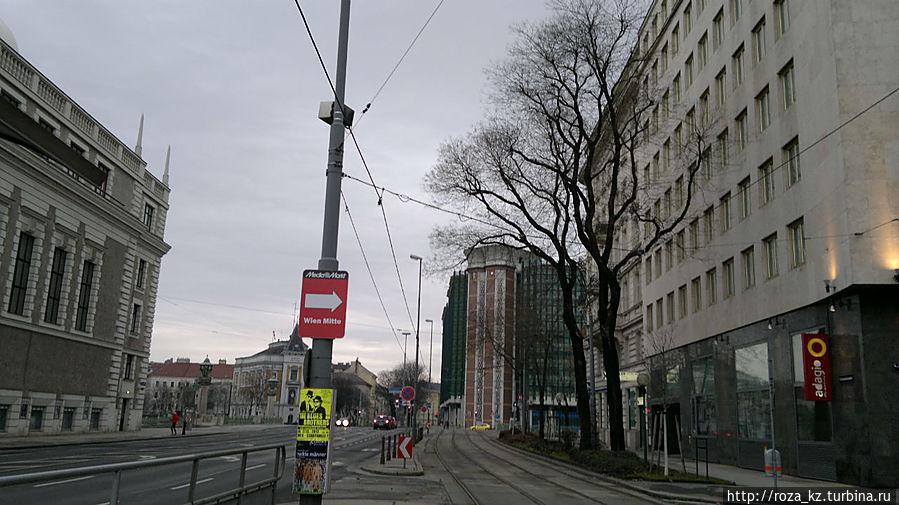 дорога от отеля к остановке трамвая