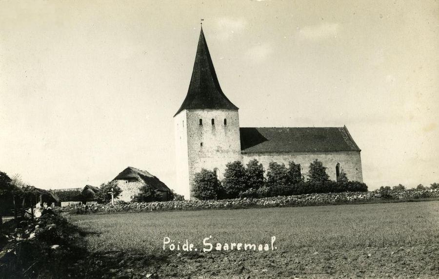 Такой была Пёйдеская церковь до пожара 1940-го года. Эстонская Википедия