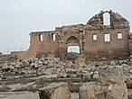 Развалины мечети.