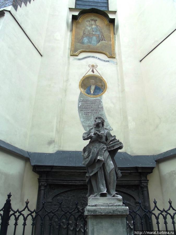 Фреска Пресвятой Девы Марии с младенцем ИИсусом и портрет Яна Домагалича, который основал одну из часовен собора