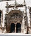 Церковь Непорочного Зачатия одна из самых старинных церквей в стране, украшенная превосходным порталом в стиле мануэлино