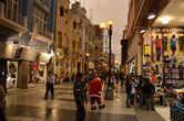Пешеходная улица — вечерняя Лима, перу