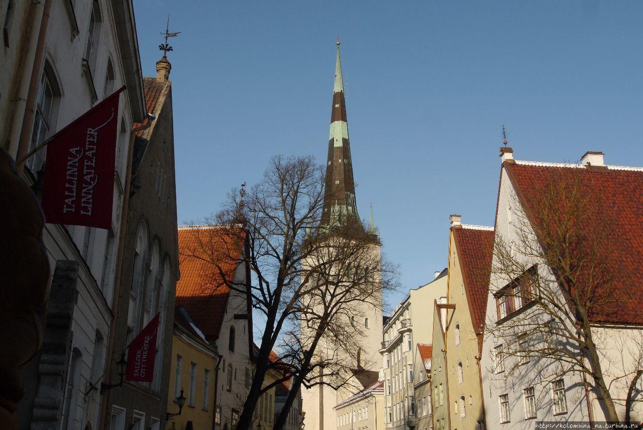 Церковь св.Олафа в обрамлении сказочных домов Таллин, Эстония