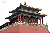 Пожив в Пекине 20 дней, я понял, что почти все китайские павильоны во дворцах и монастырях имеют некий стандарт — с покатой черепичной крышей и зверушками, спускающимися с четырех сторон... *