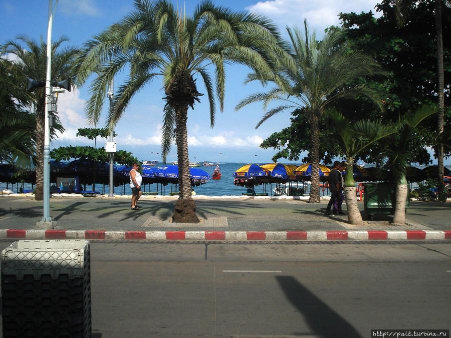 Beach Road около отеля
