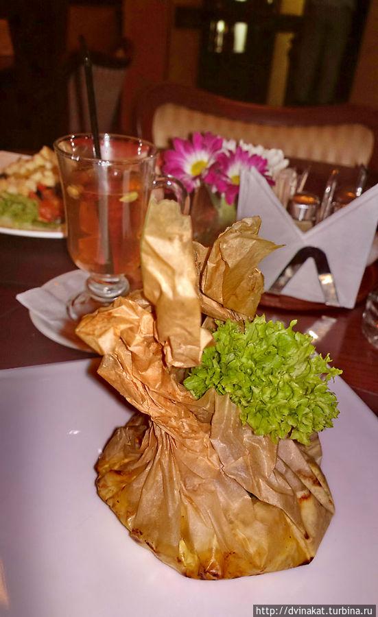 Курочка или птушка по-белорусски , с ананасами и рисом в пергаменте.