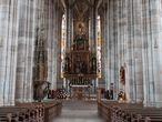 Главный алтарь выполнен в 1642 году  с использованием скульпруты распятия 1490 года, реставрация проведена в 1856 году. Фото из интернета