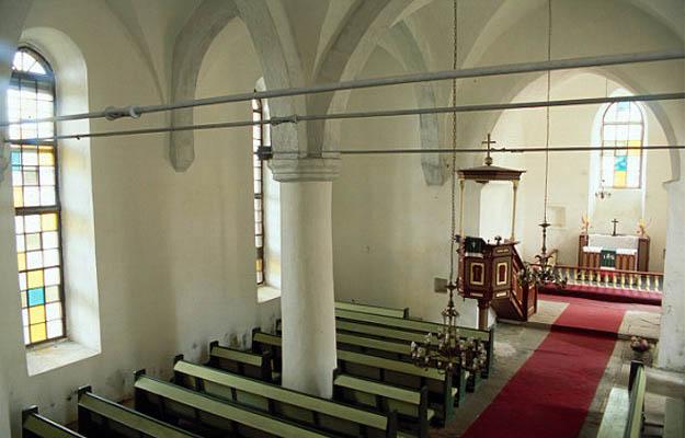 Интерьер. Фото с сайта teelistekirikud.ekn.ee