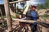 Руандийский ковбой. Когда я его спросил, почему у него американская шляпа, он ответил, что не так, что такие шляпы в Руанде существовали задолго до глобализации. Видимо, не слукавил, так как люди в подобных головных уборах на улице в Руанде, действительно, иногда встречаются.