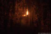 В одной из келий горит лампада.