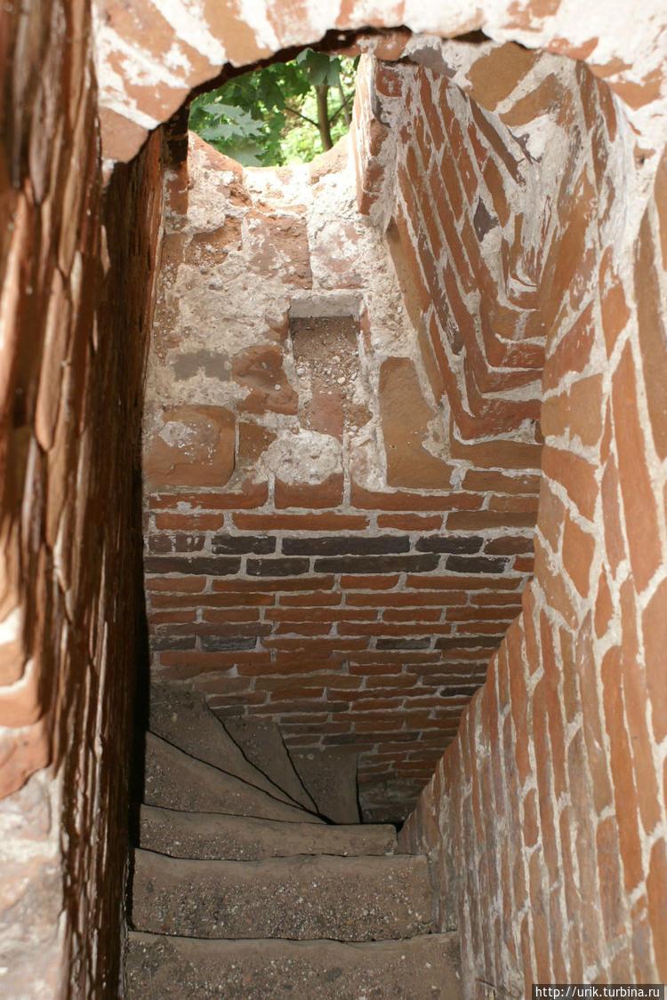 Крутая винтовая лестница