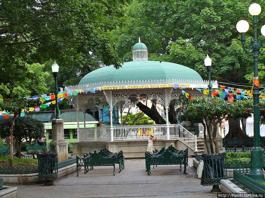 Вечерам в парке Маримбы, рядом с музеем проходят концерты