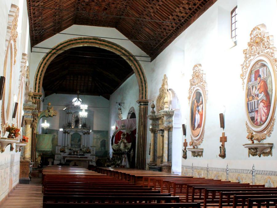 внутри храма