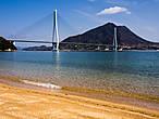 Сначала красивое для примера, потом по порядку. Это — мост Татара-охаси между островами Омисима и Икутидзима.