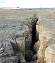 Ходить в этих местах опасно — можно провалиться в глубокую трещину