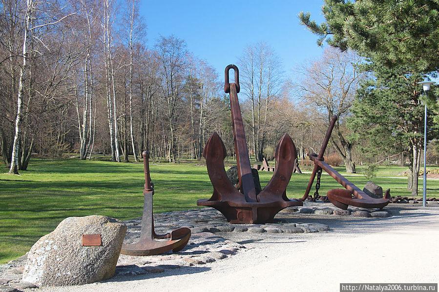Аллея якорей в Приморском парке Вентспилса