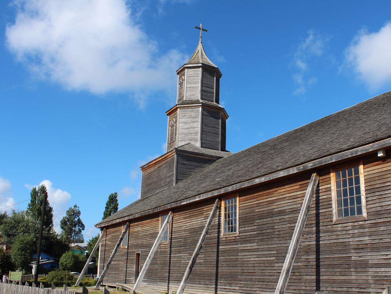 Наглядое пособие на тему деревянных церквей Чилоэ