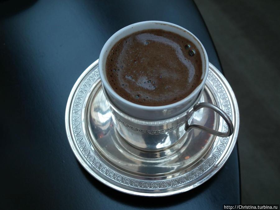 На завтраке я не упускала возможности упиться турецким кофе. Кофе по-турецки — мой самый любимый вид этого напитка! Доходило до неприличия: я заказывала по пять чашек за завтраком ))) ...