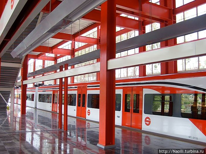 поезд, фото из интернета, на платформах дежурит полиция: не разрешает фотографировать