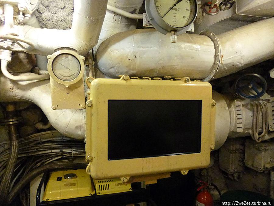 Панель, на которой отображались характеристики и режим работы подводной лодки