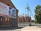 власти и тов. Гундяев обещают построить церковь в честь бесланской трагедии, но рухнувший кран говорит о несостоятельности их намерений