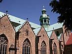 Собор Св. Марии (Dom St. Maria), (1010 и 1020 г.г.), в XI, XII и XIV столетиях расширен, после воздушных налётов в 1945 восстанавливался с 1950 по 1960 год. С 1985 года входит в список культурного наследия ЮНЕСКО.