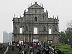 Собор и монументальная лестница ведущяя к нему